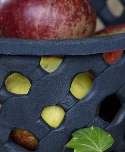 handgjord kord i stengods med äpplen-detalj